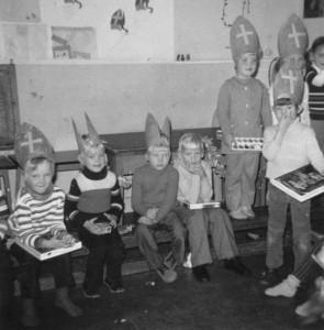 st.klaas bij kleuters 1972